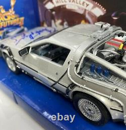 SunStar 1/24 Scale Back To The Future DELOREAN Autographed ByChristopher Lloyd